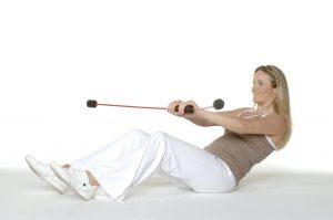 Mit FlexiBar Tiefenmuskulatur trainieren und Verspannungen lösen. Im sitzen und stehen möglich.